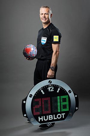 Björn Kuipers - Árbitro FIFA con el Big Bang Referee 2018 FIFA World Cup