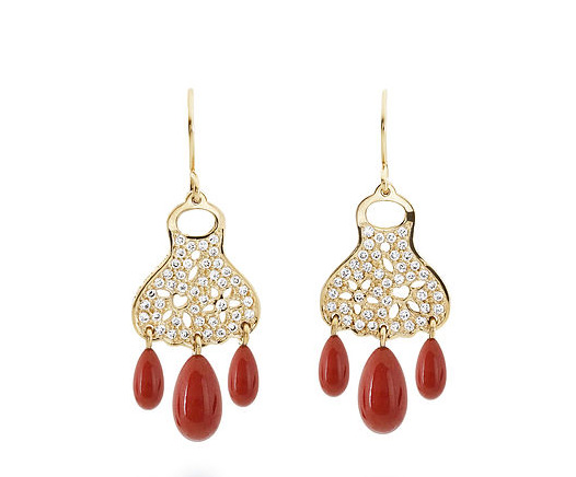 Pendientes de la colección Lace con gotas de coral en rojo
